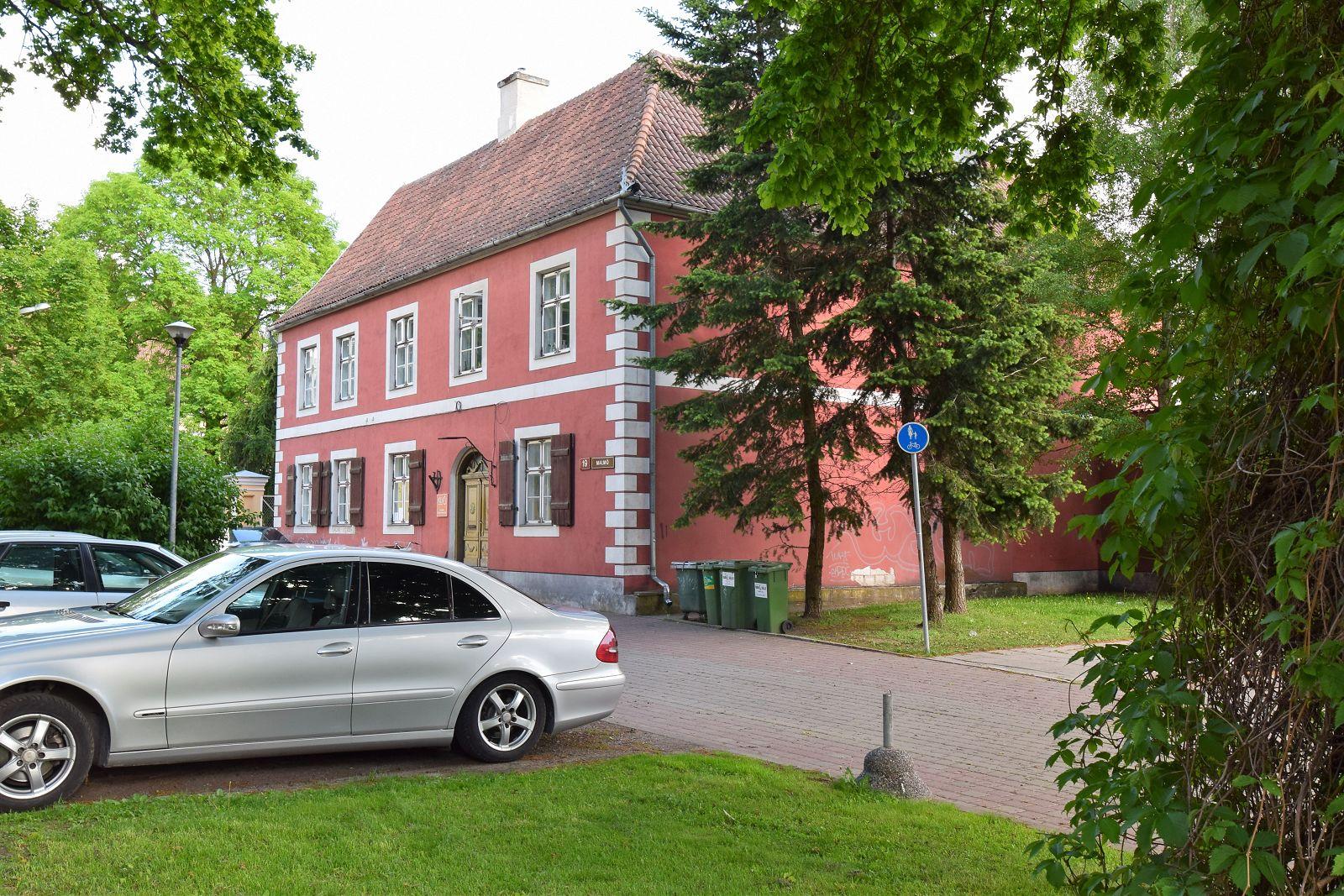 Parken Neben Dem Haus Auf Dem Parkplatz Der Stadt (kostenpflichtig,  Preisliste Gemäß Der Parkraumorganisation Der Stadt). Parkplatz (ohne  Überwachung) Liegt ...